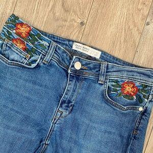 ZARA Floral Embroidered Distressed Hem Skinny Jeans Size 6